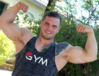 Fisiculturista Buck Carter põe todos seus músculos para trabalhar numa bronha espetacular