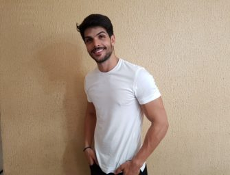 Pau duro do Lucas, boy magya do BBB18, já chama atenção do Brasil