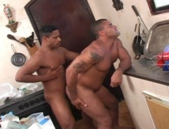 Bruno Martin adora dar o cu num troca-troca da cozinha