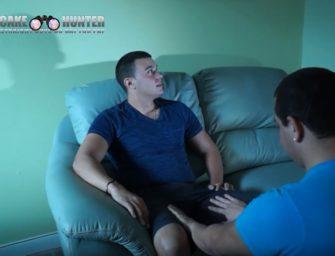 [HD] Moleque hétero é mamado enquanto vê pornô hétero