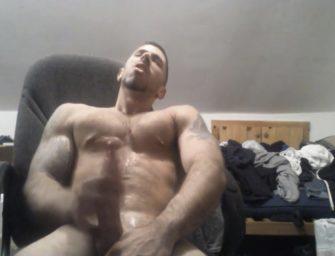 (HD) Machão super dotado toca uma na webcam e goza bem gostoso