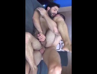 Sex tape de casal peludo e cheio de tesão cai na net