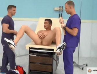 (HD) Gostosão foi no médico e acabou fodido por enfermeiros