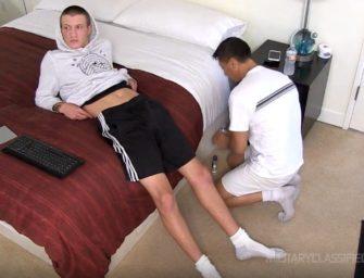 (HD) Homem gay se aproveita de hétero novinho para foder-lo