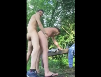 Casal esquenta a relação com foda espetacular no mato