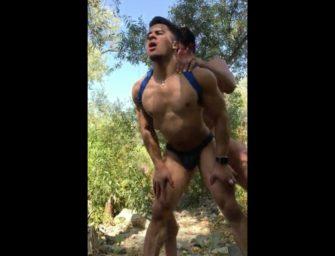 Armond Rizzo não aguentou e deu pro namorado no meio do mato