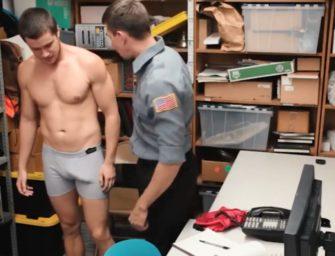 Ficou excitado depois de ser flagrado pelo policial e acabou em apuros