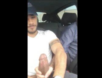 Uber não se acanha e pega na pica (gigante) do passageiro safado