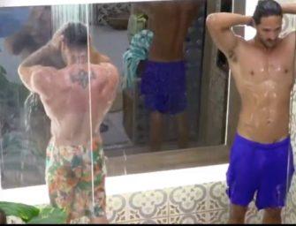A Fazenda 8: João Zoli e Léo Stronda tomam um banho delicioso juntos