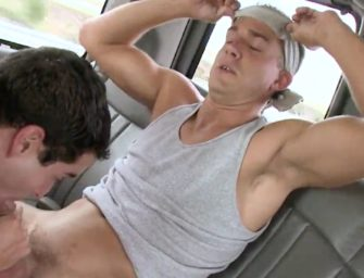 Bait Bus: hétero gostosão cai na pegadinha e acaba fudendo outro homem