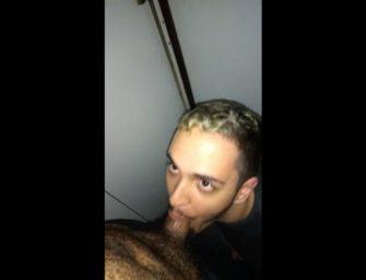 Brasileiro safado mama macho parrudo em cabine pública