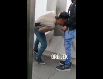 Banheirão gay: cafuçu leva leitinho na cara do barbudo pirocudo