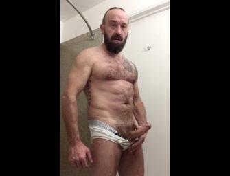 Maduro gay safadão mostra corpão e impressiona com a pica