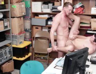 Pierce Paris dá surra de vara no ladrãozinho safado gay
