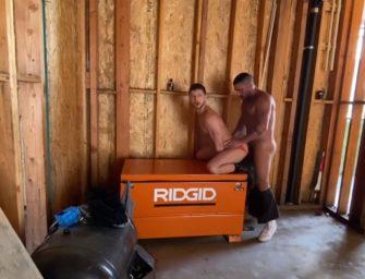 Puto devora passivo em garagem aberta no meio da rua