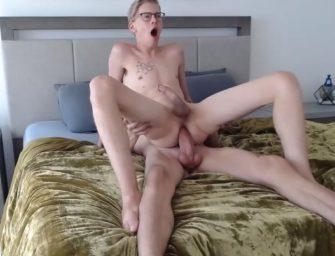 Loirinho e seu boy super dotado fazem putaria e foda deliciosa na webcam