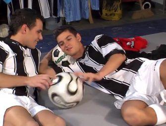 Colegas do futebol ficaram com tesão e acabaram trepando e gozando na boca