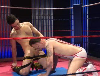 Depois da batalha, safados se chupam e fodem em meio ao ring