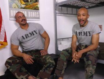 Soldado dotadão dando pra o macho musculoso no quartel