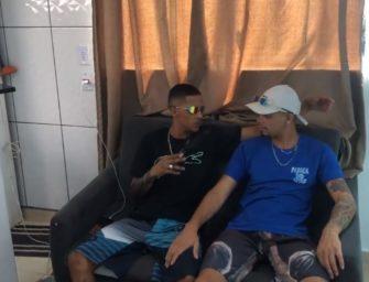 Tesão louco! Malocas brasileiros trepando no sofá vai fazer você gozar