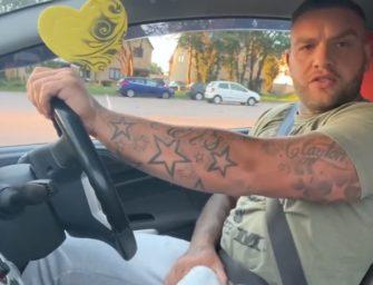 Uber com tesão, ursão para no matagal pra gozar após punheta no carro