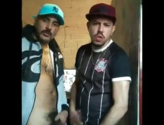 Amigos da favela na broderagem chupando pau um do outro!!!