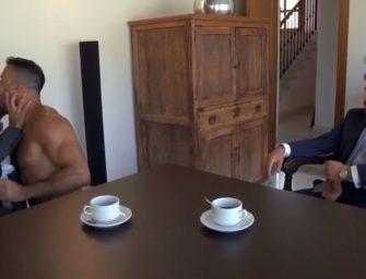 Executivos vão em casa de massagem comer puto juntos e gozam