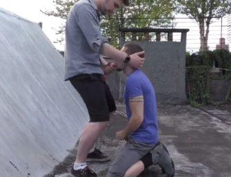 Puto chupou colega de trabalho no terraço e depois deu pra ele