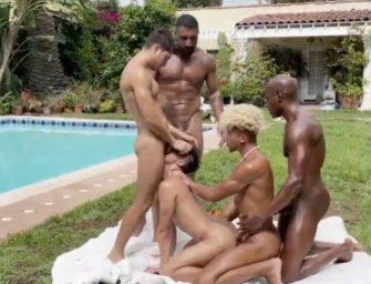 Festa na piscina acaba com Japa dando pra todos os machos