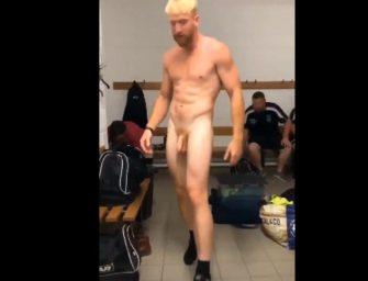 Vaza vídeo de broderagem de machos no vestiário e chuveirão
